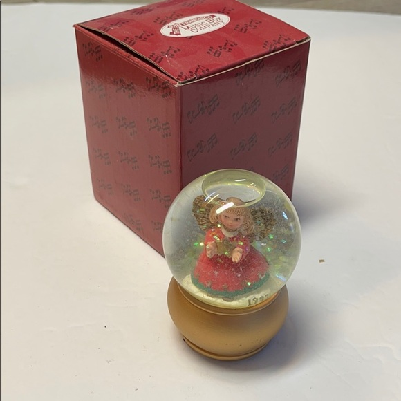 Small Snow Globe 1997 Angel Holiday Christmas Girl